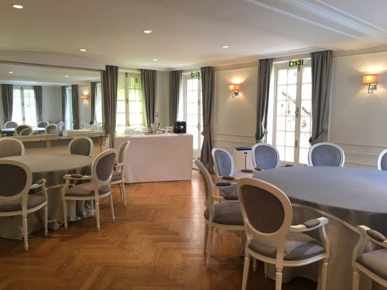 Saint Cloud - 1 buffet et 2 tables rondes bis